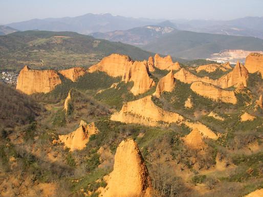 Las Médulas o las montañas desnudas. Castilla y León (España)