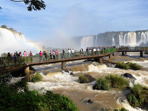 Cataratas de Iguazú en Brasil. Maravilla del Mundo Natural y Patrimonio de la Humanidad.