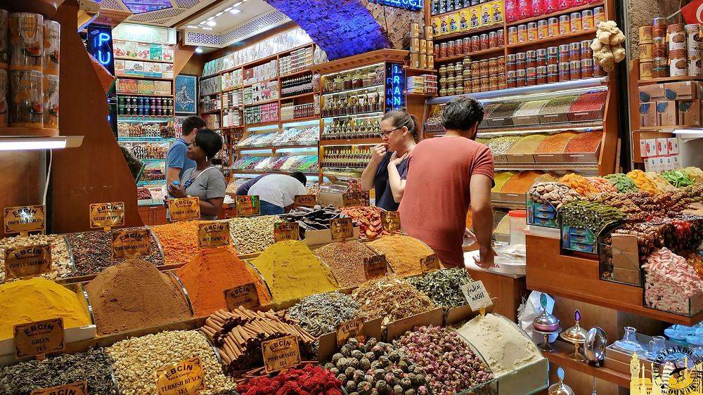 Bazar egipcio en Estambul, Turquía