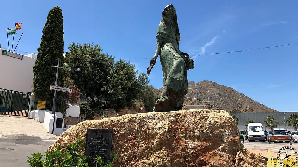 Monumento mujer mojaquera. Mojácar (Almería). España