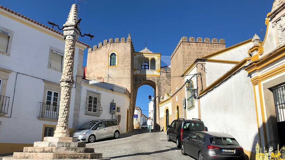 Pelourinho y Arco de Santa Clara. Elvas