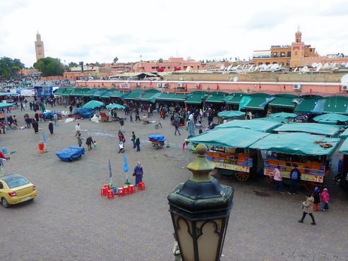 La plaza Jamaa El Fna (UNESCO), el negocio y la furia superan a la tradición y la magia. Marruecos