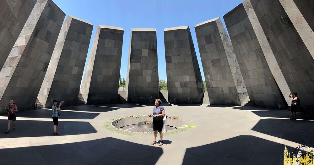 Tsitsernakaberd. Monumento genocidio armenio. Ereván