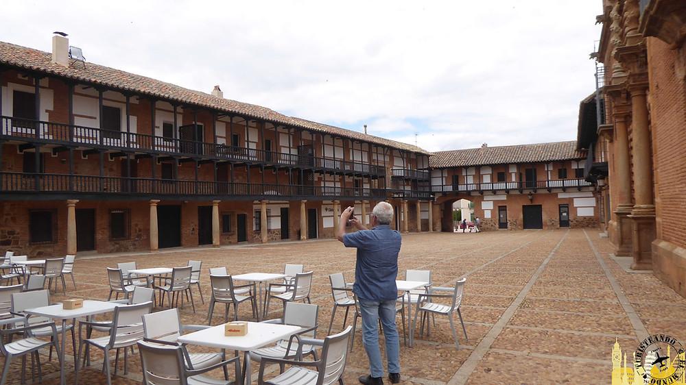 Plaza Mayor de San Carlos del Valle. Castilla La Mancha