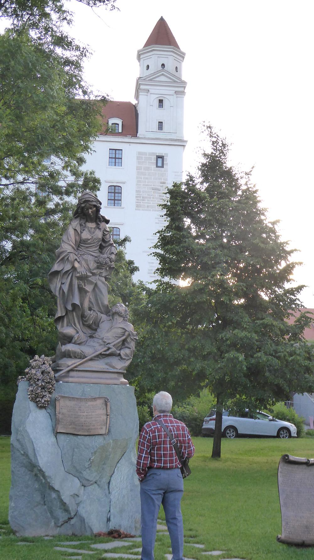 Monumento a Elisabeth de Hungría (Bratisilava-Eslovaquia)