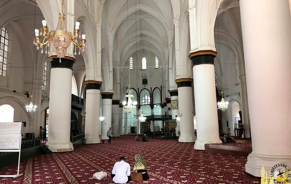 La Catedral de Santa Sofía hoy Mezquita Selimiye en Nicosia, Chipre