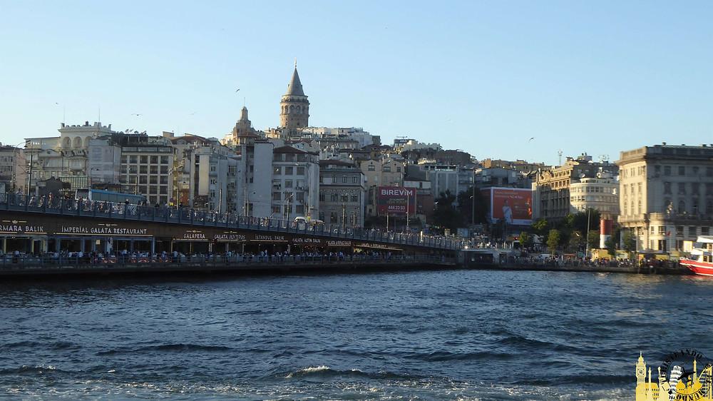 Puente Galata en Estambul, Turquía