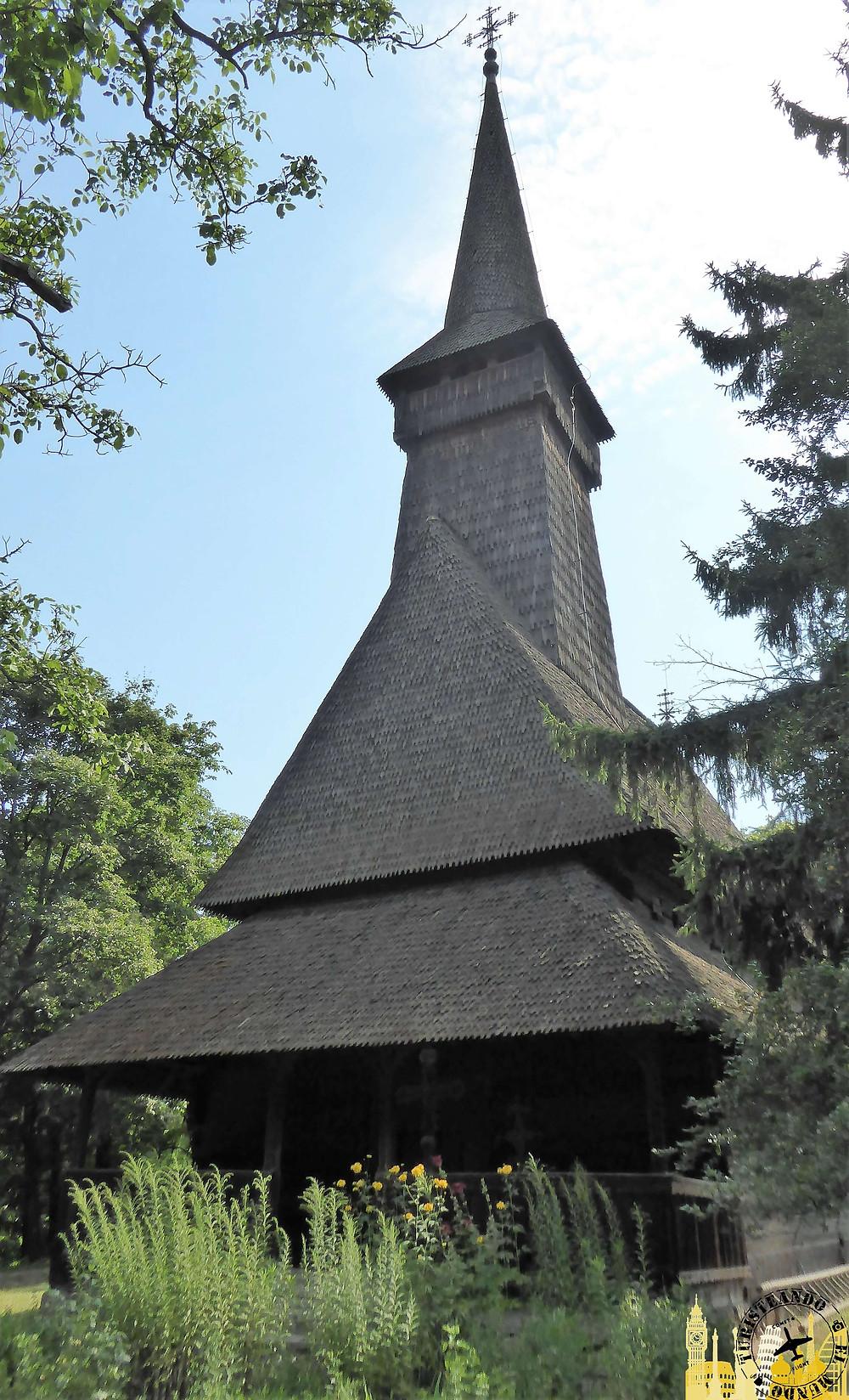 iglesia de madera de Dragomiresti, Bucarest (Rumania)