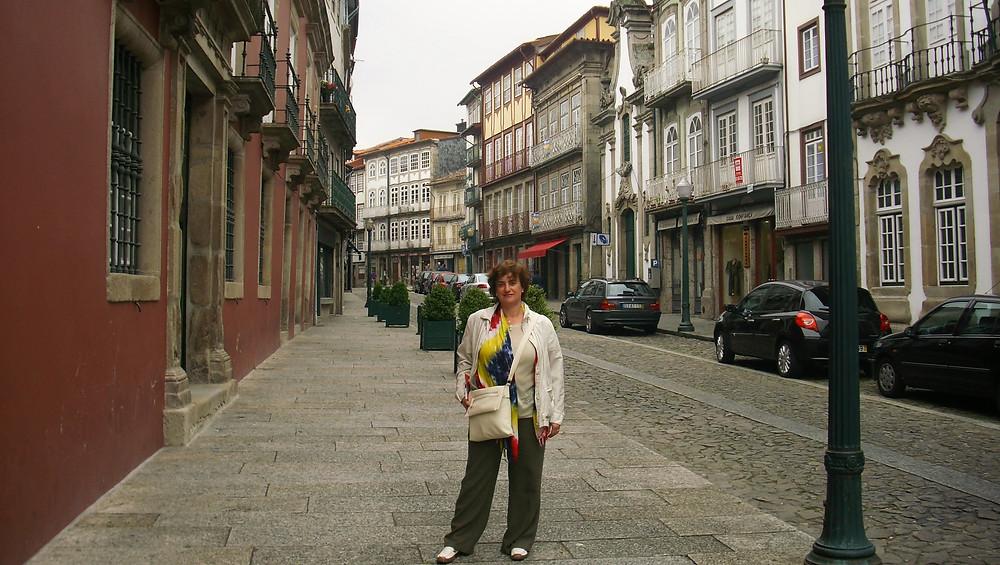 Calle en casco antiguo de Guimaraes (Portugal)
