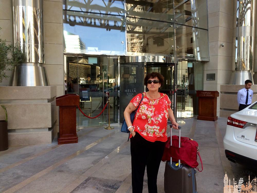 Puerta principal hotel Meliá Doha