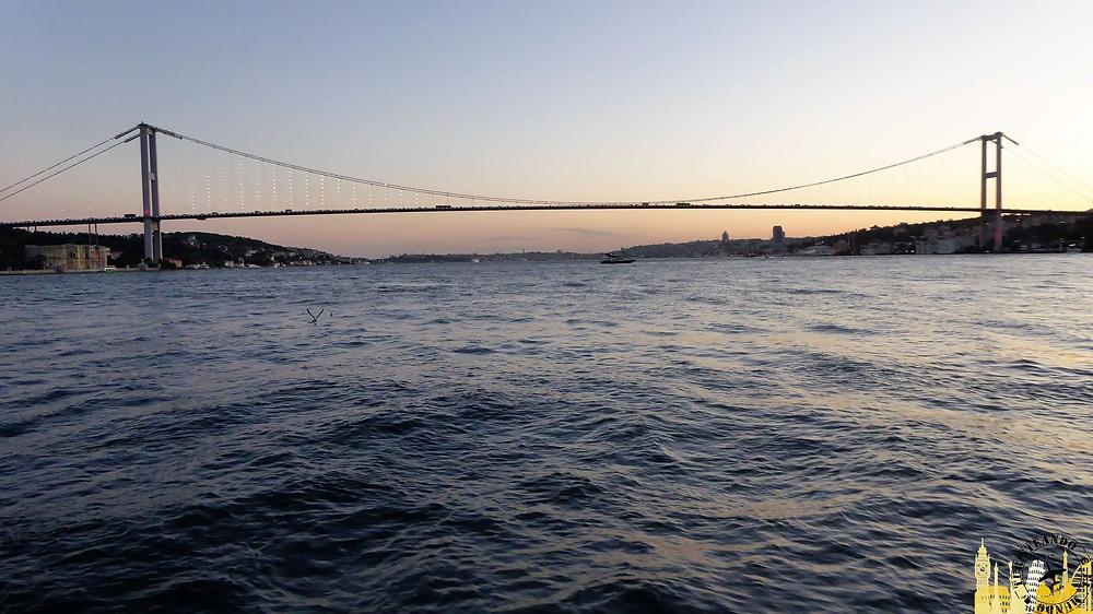 Crucero por el Bósforo en Estambul, Turquía