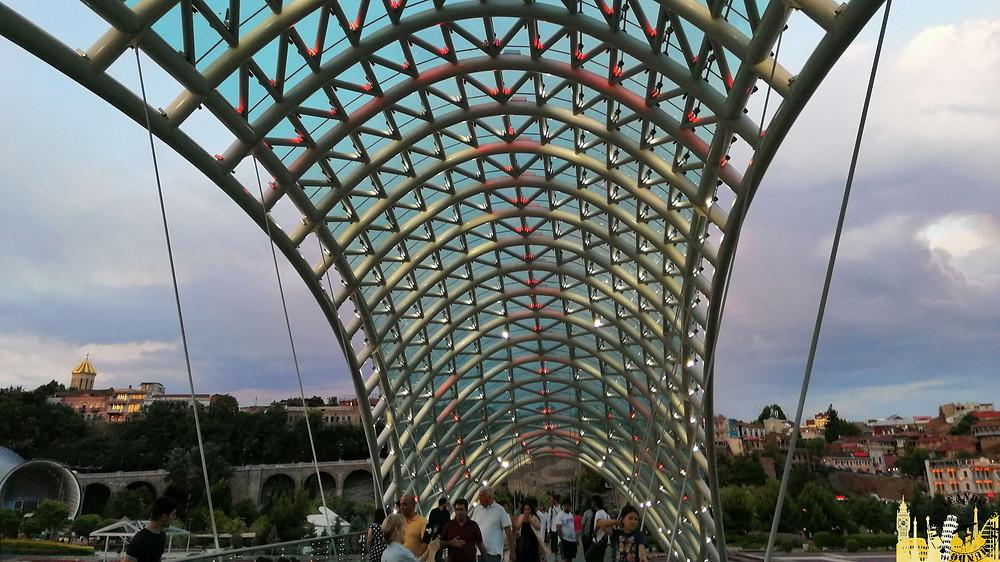 Puente de la Paz en Tbilisi, Georgia