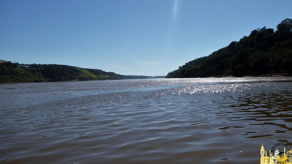 Catamarán río Iguazú. Puerto Iguazú (Argentina)