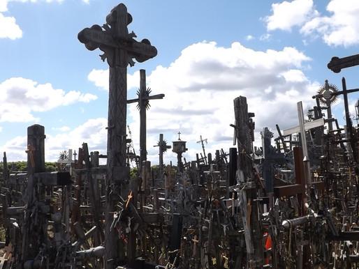 Ruta del Ámbar. La Colina de las Cruces y llegada a Vilnius (Lituania).