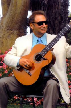 Lou-guitar-