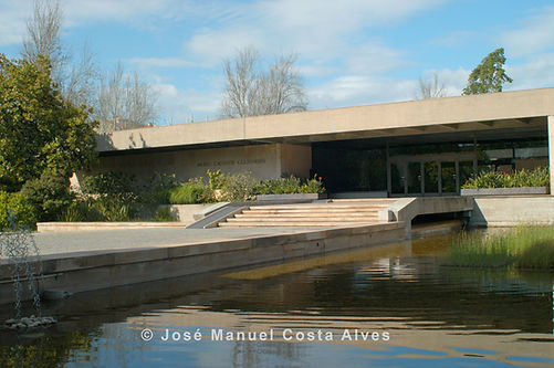 Picture of the facade of Calouste Gulbenkian Fundation in Lisbon.