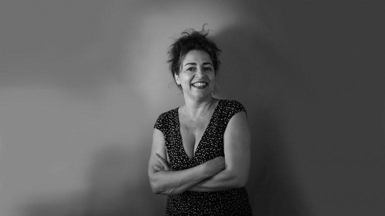 Photo portrait of Carla Oliveira.