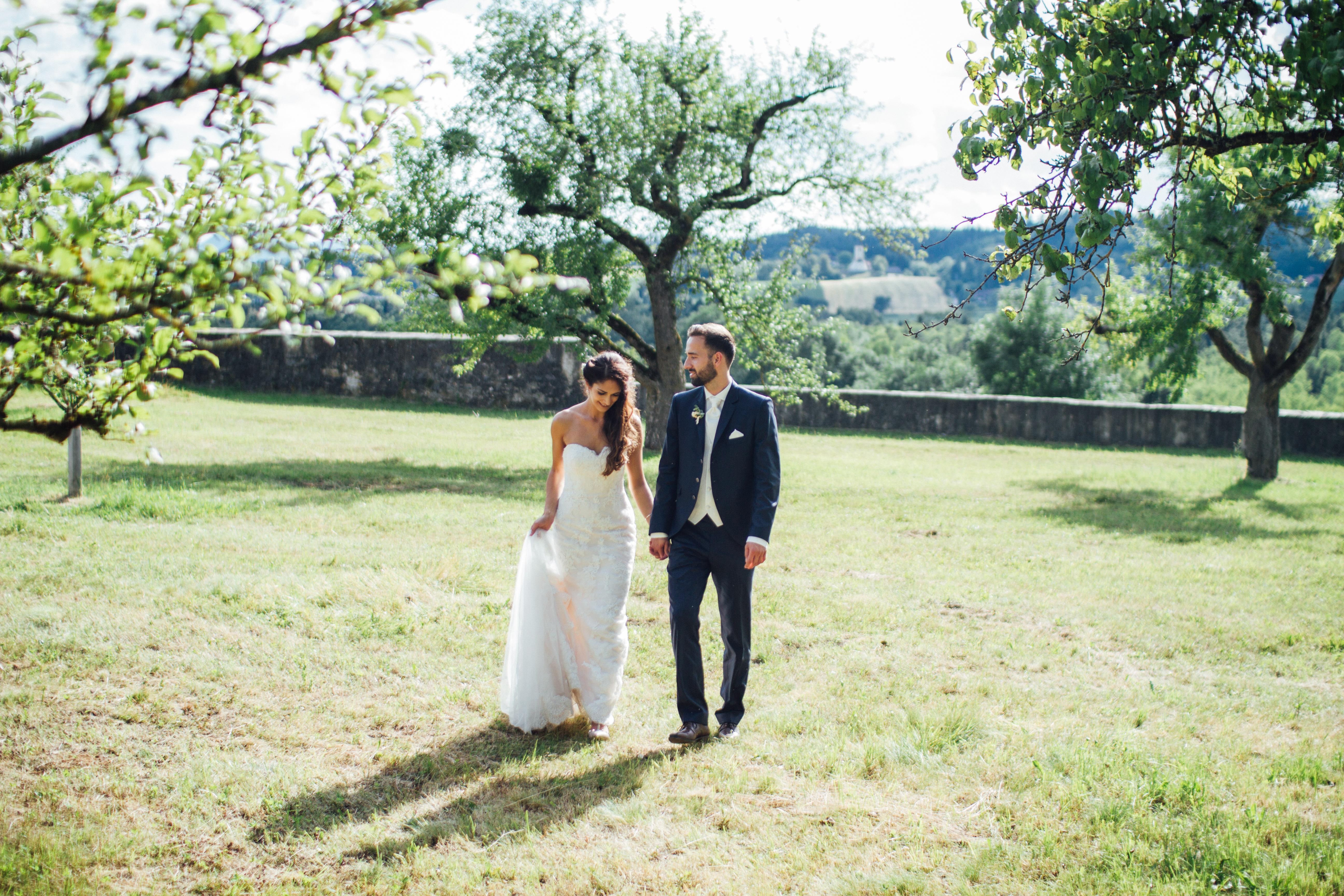 Erster Spaziergang als Brautpaar