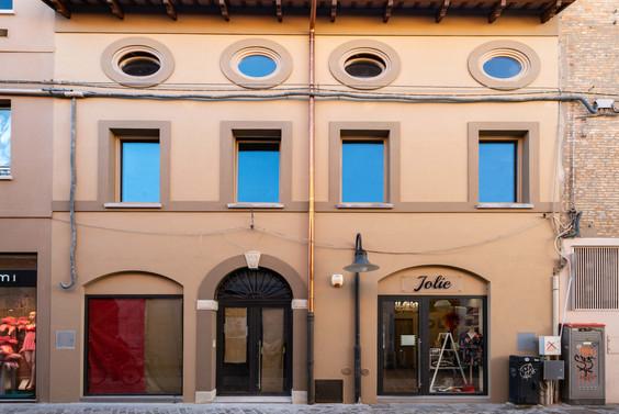 Facciata negozio via Cavour Ravenna