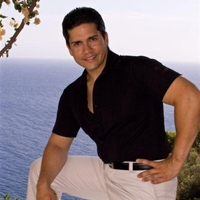 The Best way to see Italy;-)! Italian tenor Aaron Caruso performs in Rome.