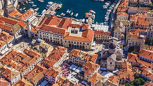 web_croatia__AerialViewRedRoofs-1200x675