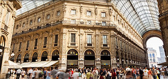 milan_012_mall_vittorio_people_800x380.j