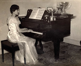 Audrey Chisholm piano.jpg