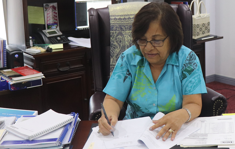 Hilda Heine signing papers