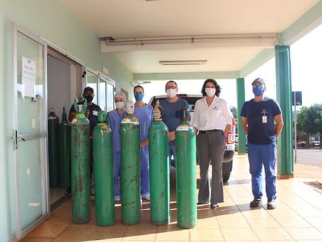 Indutar dona cilindros de oxígeno al hospital Annes Dias de Ibirubá