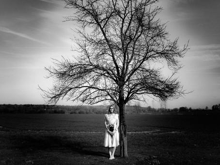 Vintage Braut Boudoir in einem verwunschenen Garten