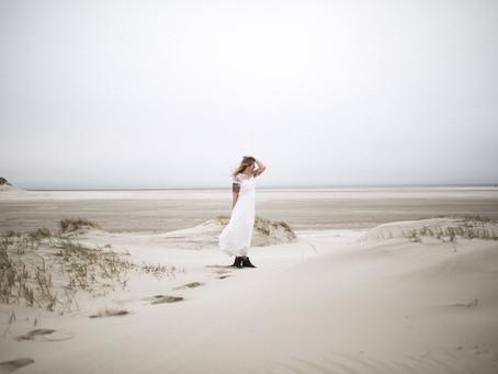 Strandhochzeit Brautshooting in St. Peter Ording & Free Spirit Bride Inspiration