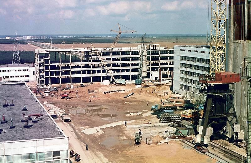 Будівництво головного адміністративного корпусу