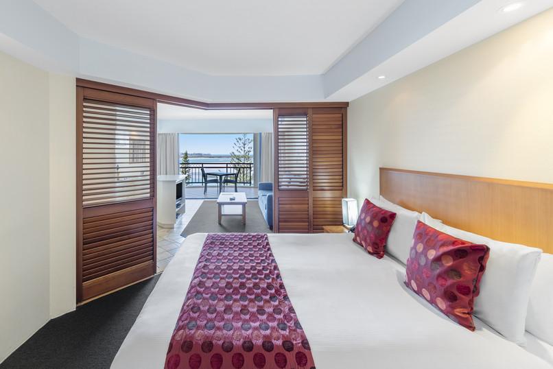 IMG_6921-room-906-bedroom.jpg