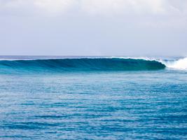 Maldives waves