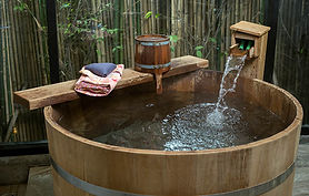 japanese-soaking-tub-wood.jpg