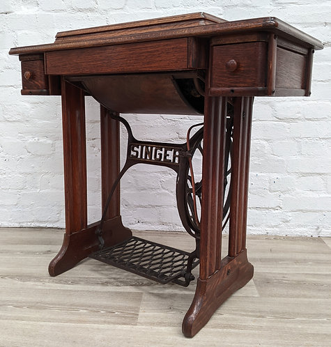 Singer Sewing Machine with Oak Frame