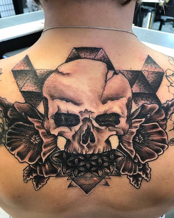 #skull #skulltattoo #blackandgreytattoo #blackandgrey #realism #sacredgeometry #flowertattoo #flower