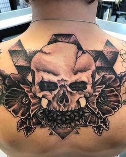 #skull #skulltattoo #blackandgreytattoo #blackandgrey #realism #sacredgeometry #flowertattoo #flower