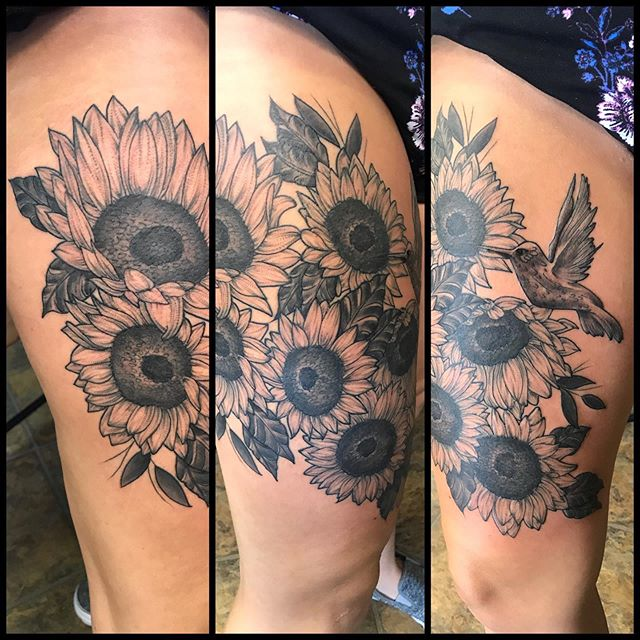 #sunflowers #blackandgreytattoo #humming