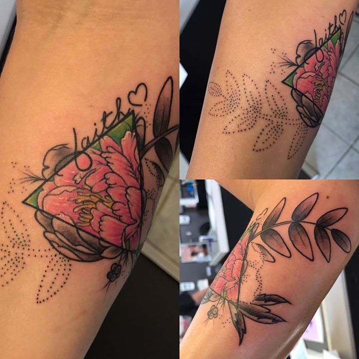 Cute little flower tattoo today! #flowertattoo #peony #peonytattoo #tattoo #tattoosbydynamite #tatto