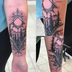 #blackandgrey #blackandgreytattoo #sun #pinetrees #floral _phucstyxtattoosupply _phucstyxanthony _et