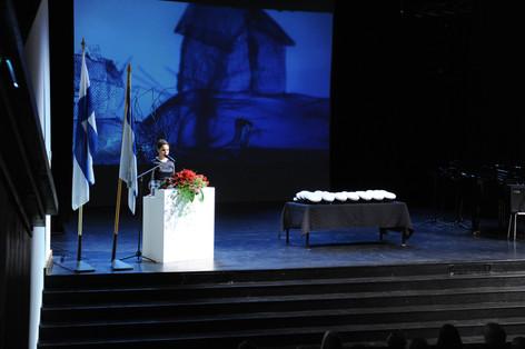 Rehtori Jaana Nieminen ja lakit