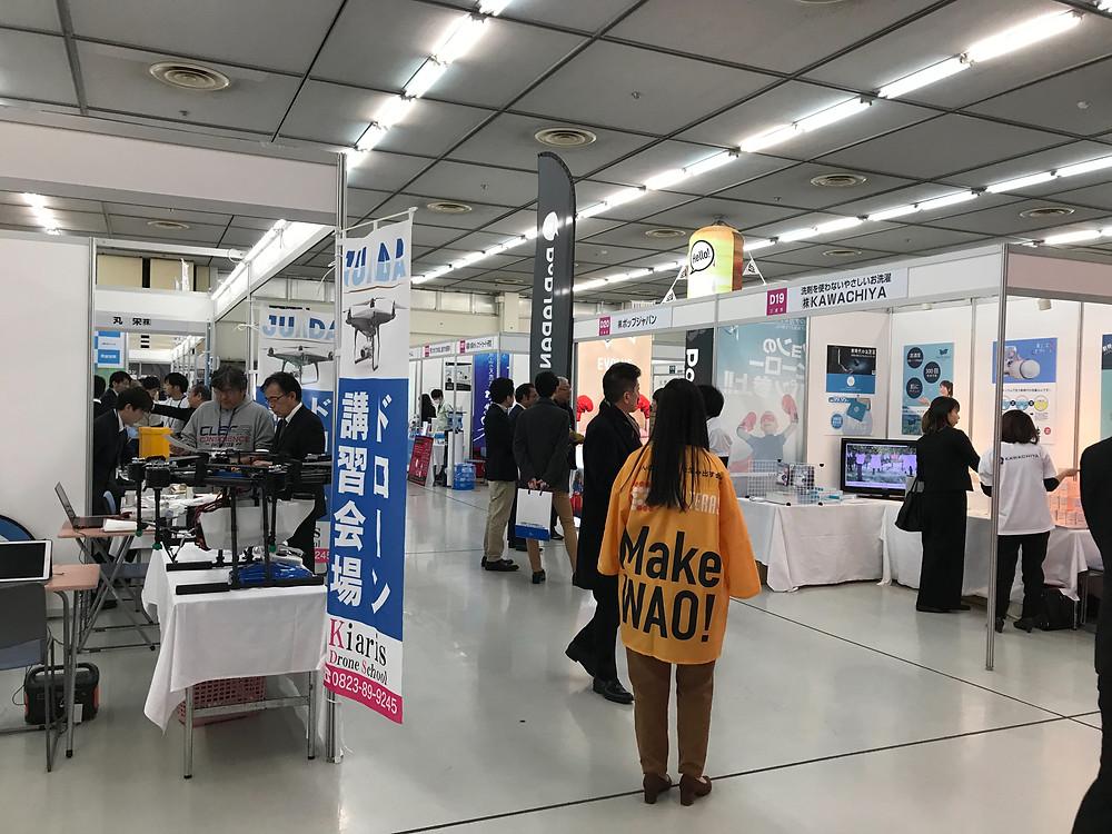 広島市中小企業会館総合展示館での、広い展示場の風景