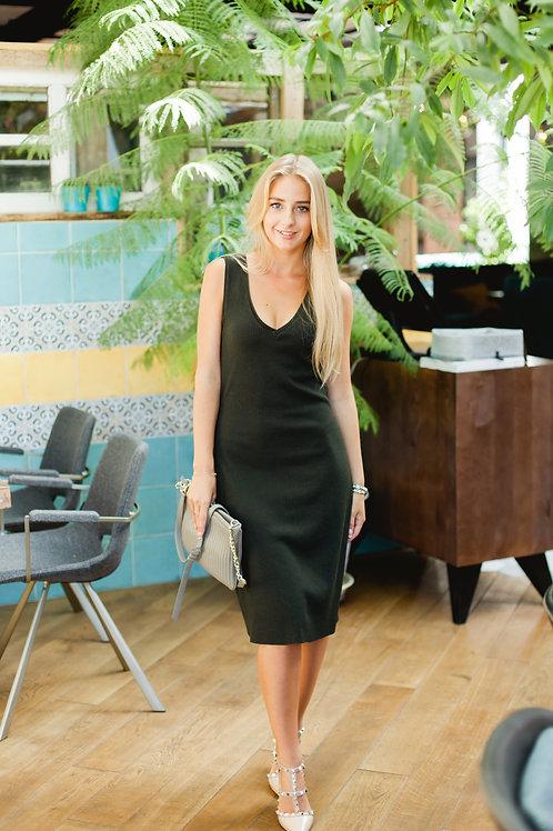 Платье в рубчик темно- зеленого цвета