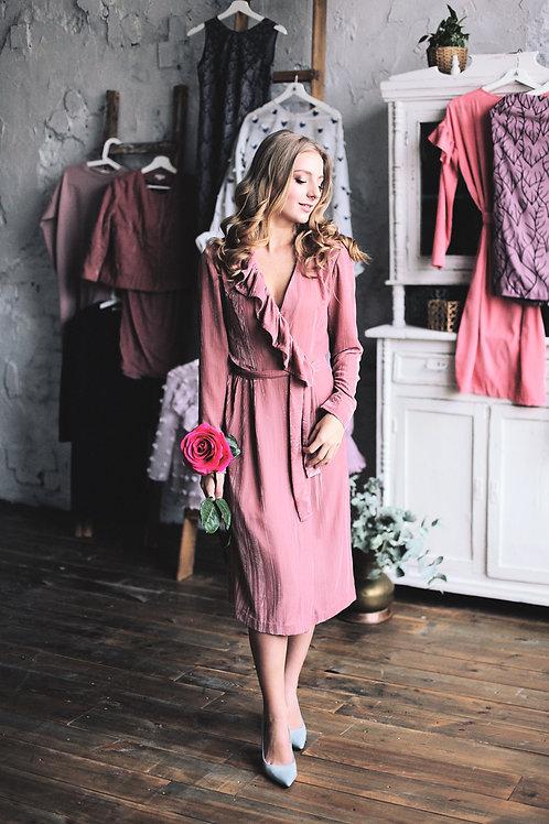 Платье из бархата с запахом и рюшей