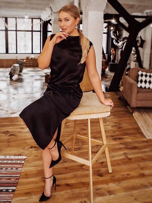 Платье с вырезом на груди или спине в черном цвете