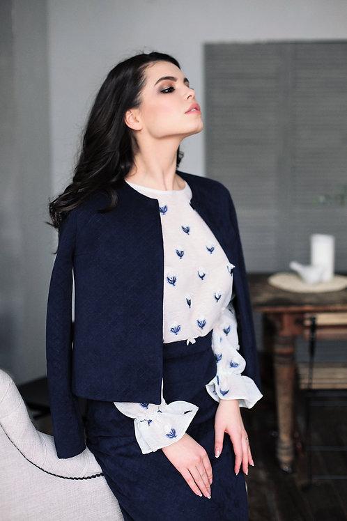 Блуза с воланами рукавах и интересной фактурой