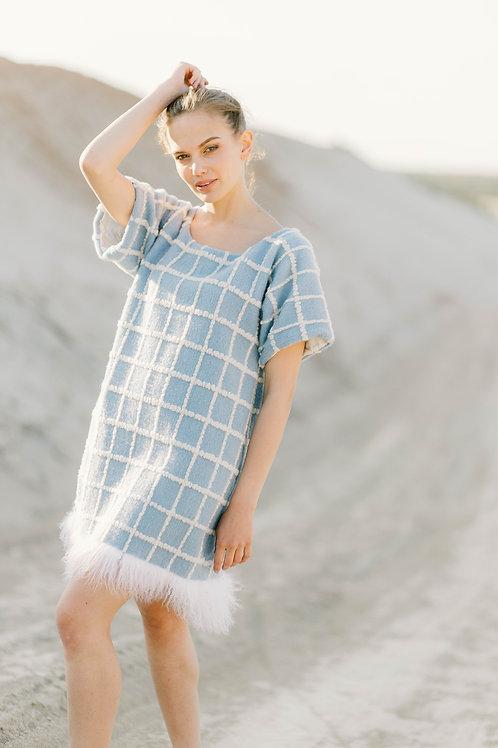 Платье из драпа с отделкой мехом ламы