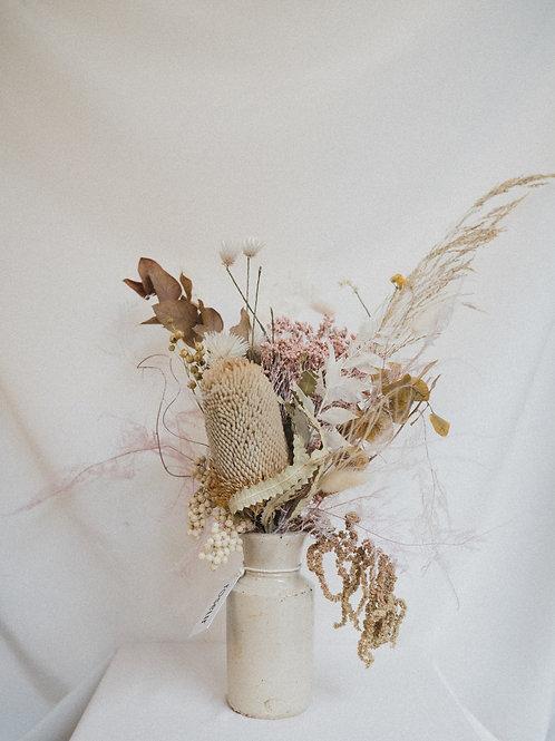 Dried flower bouquet (neutral)