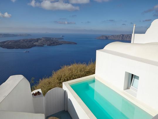 Onefinestay expande sua coleção de vilas de luxo com lançamento em Santorini e Mykonos!